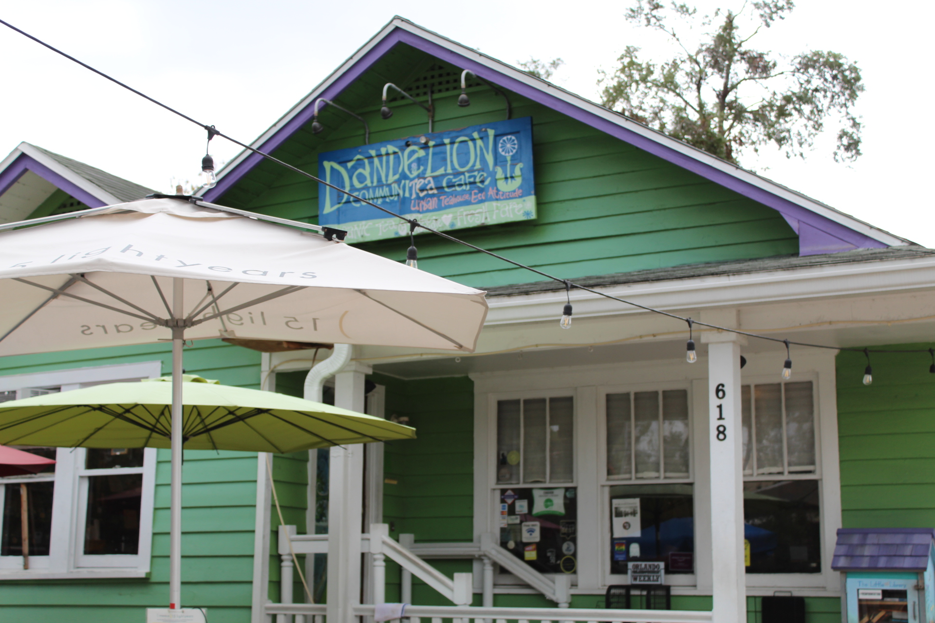 Orlando blogger Emily of Fabulously Overdressed shares her favorite vegan restaurants in orlando- Dandelion Cafe