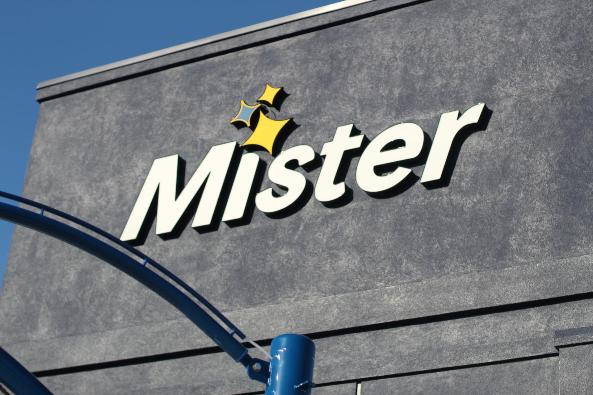 Mister-car-wash-fabulouslyoverdressed