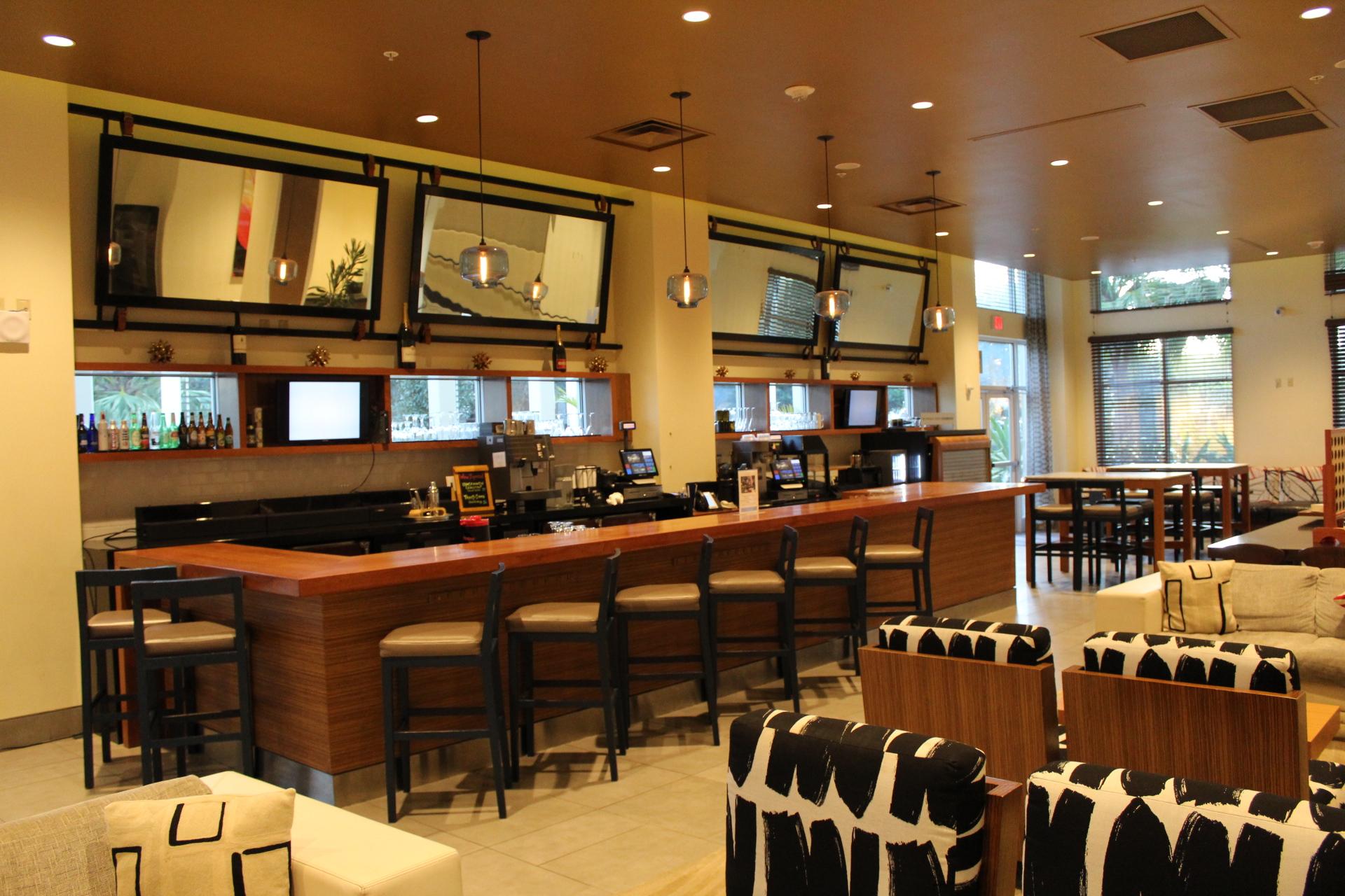 The lobby bar at Wyndham Orlando Resort International Drive