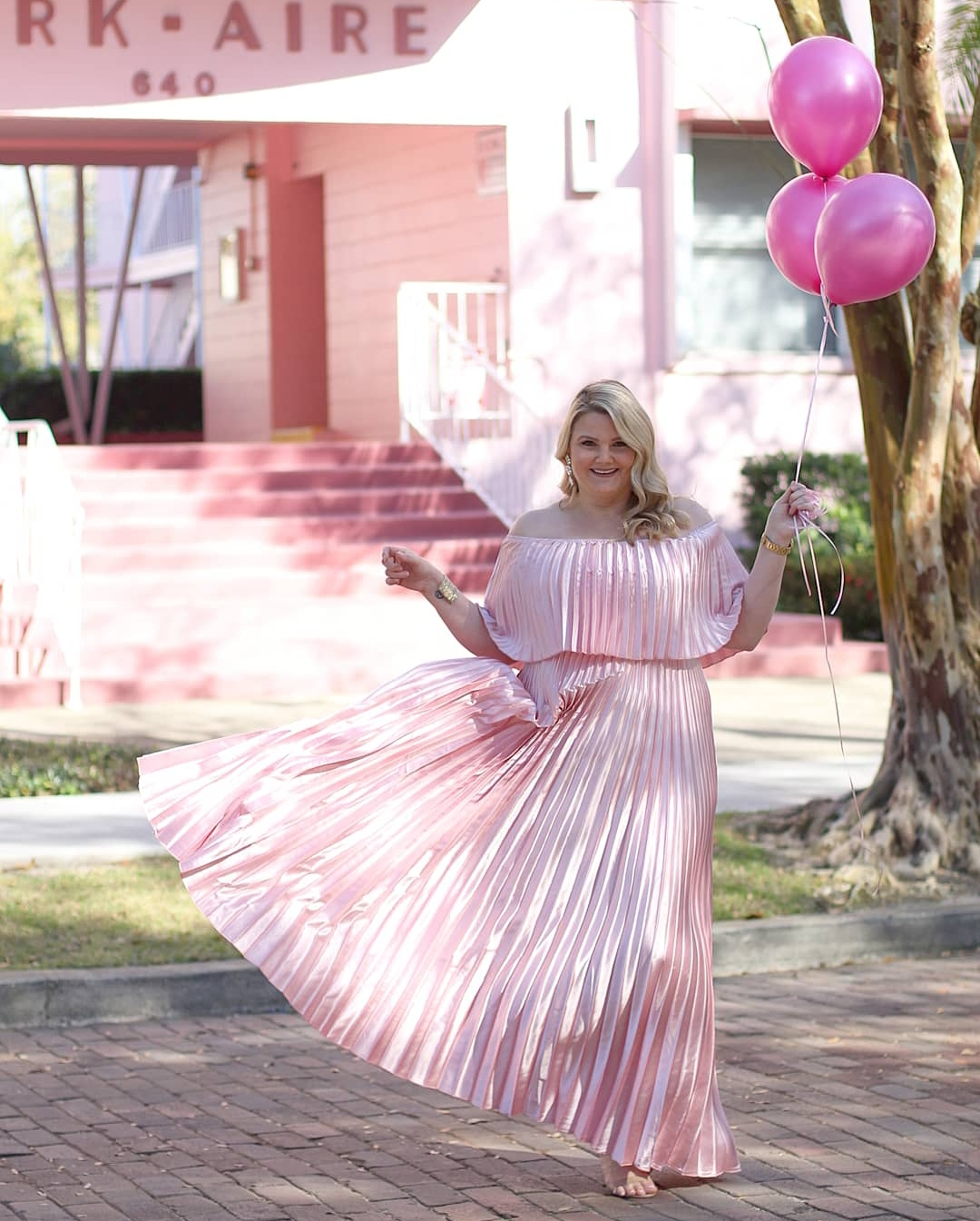 Orlando blogger Emily of Fabulously Overdressed shares 5 fun facts about herself and has a beauty giveaway for her 3rd blogiversary