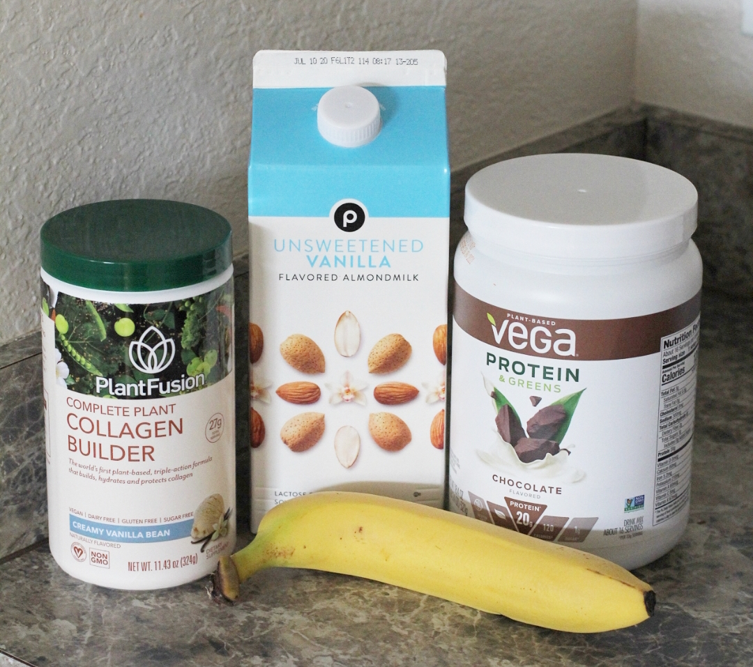 Emily of Fabulously Overdressed shares her delicious Easy Vegan Chocolate Smoothie Recipe