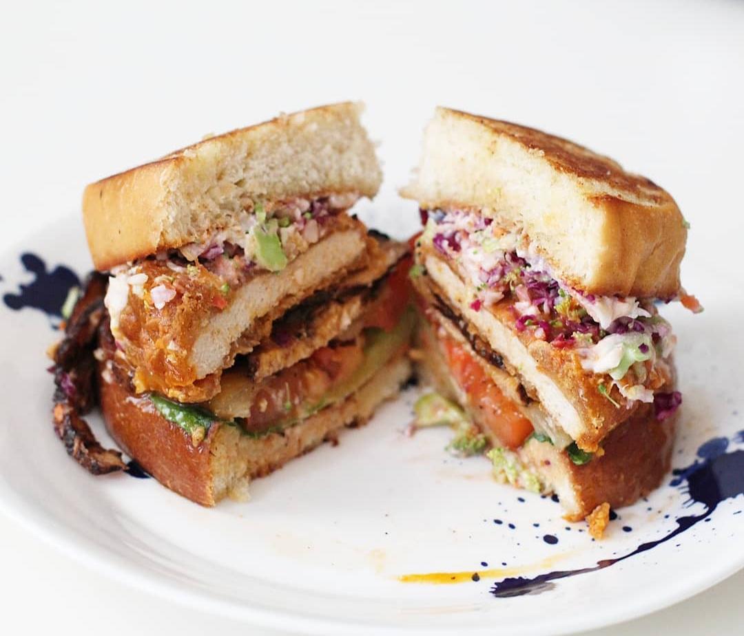 Orlando blogger Emily of Fabulously Overdressed shares her favorite Orlando vegan and vegetarian restaurants.